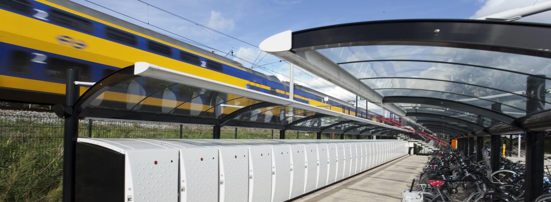 fietsoverkapping NS nederlandse spoorwegen stations sociale veiligheid frans van rens. public design en industrial design