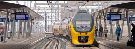 trein NS dubbeldekker frans van rens op station amersfoort, VIRM nederlandse spoorwegen, interieur exterieur ontwerp en uitontwikkeling tot productie vanrensdesign GIO award train