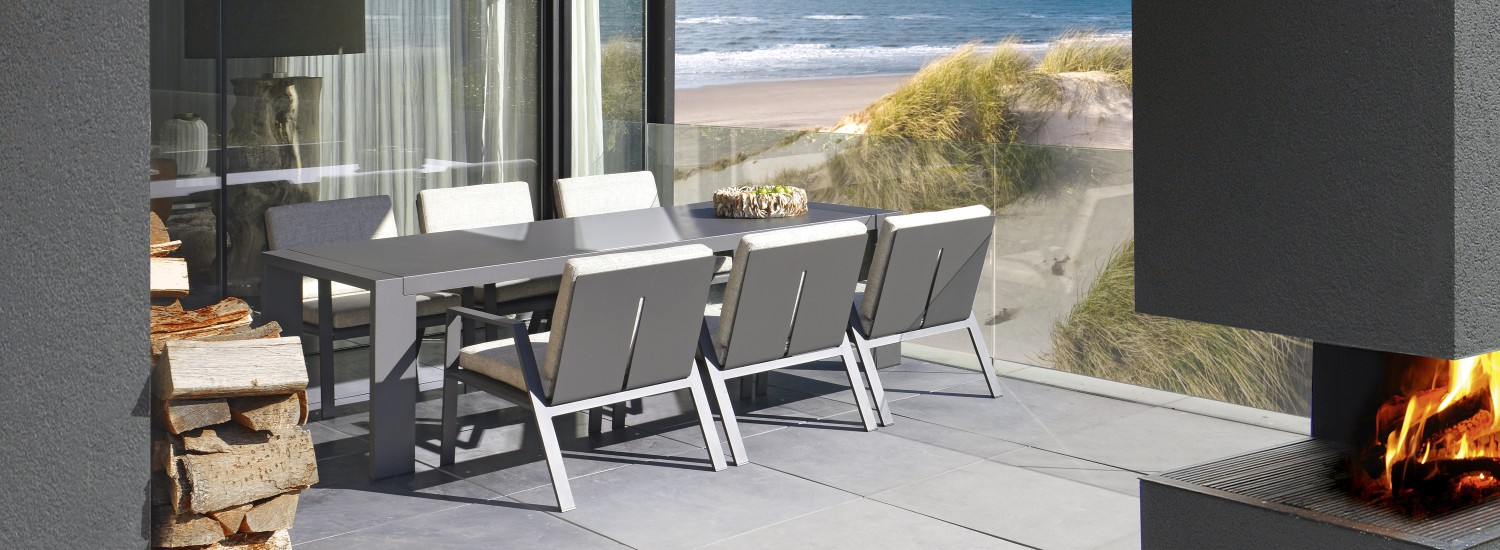 Borek 2016 Panama low dining chair and table